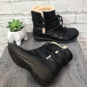 UGG Australia Leather Sherpa Caspia 1932